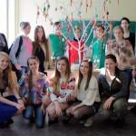 учасники-олімпіади-біля-Дерева-єднання