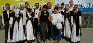 Грецька сім'я за українським столом!