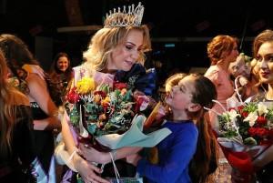 Корона і квіти – для нашої Лоліти